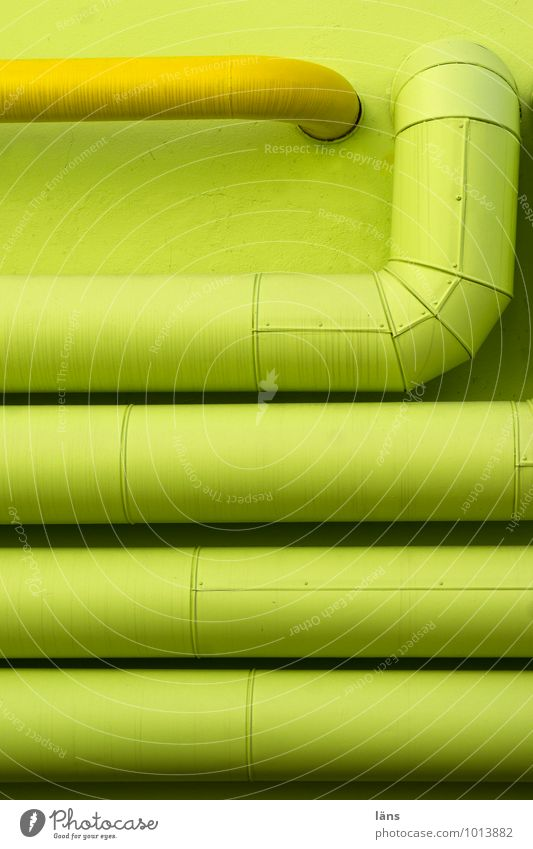 versorgung grün gelb Wand Röhren Eisenrohr Versorgung gekrümmt