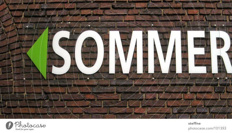 SOMMER weiß grün Ferien & Urlaub & Reisen Sommer Winter Erholung Herbst Mauer braun Backstein Pfeil Jahreszeiten Wohlgefühl Bremen Gute Laune