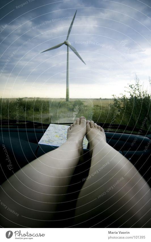Der Zwischendurch-Chill Erholung Ferien & Urlaub & Reisen Autofahren Pause Landkarte dunkel Wolken schlechtes Wetter Unwetter Propeller Windkraftanlage