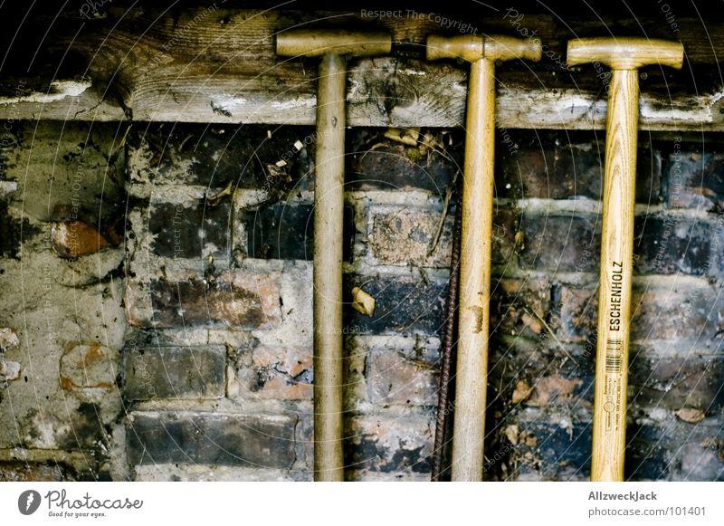 3T Arbeit & Erwerbstätigkeit Wand Garten Mauer Dorf berühren Backstein Landwirtschaft Amerika Handwerk Werkzeug Scheune Gartenarbeit Schaufel transpirieren