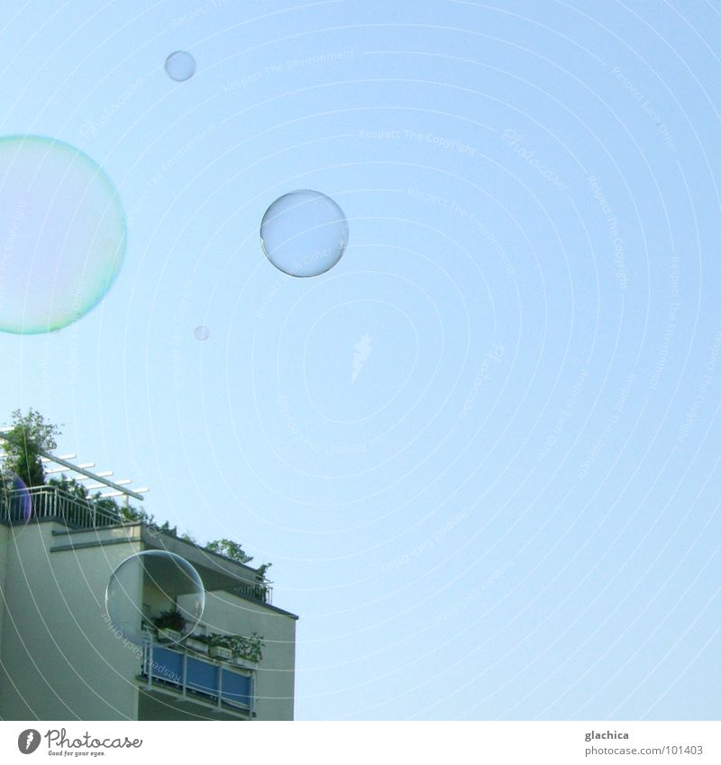 Frühstück-Bubbles Himmel blau Freude Haus Ferne Freiheit Luft Wohnung frisch Klarheit blasen leicht durchsichtig Schönes Wetter Seifenblase Schweben