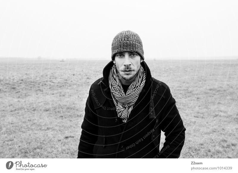 Winterspaziergang Natur Jugendliche Erholung Landschaft ruhig Junger Mann Umwelt Erwachsene Traurigkeit Wiese natürlich grau Lifestyle maskulin Nebel
