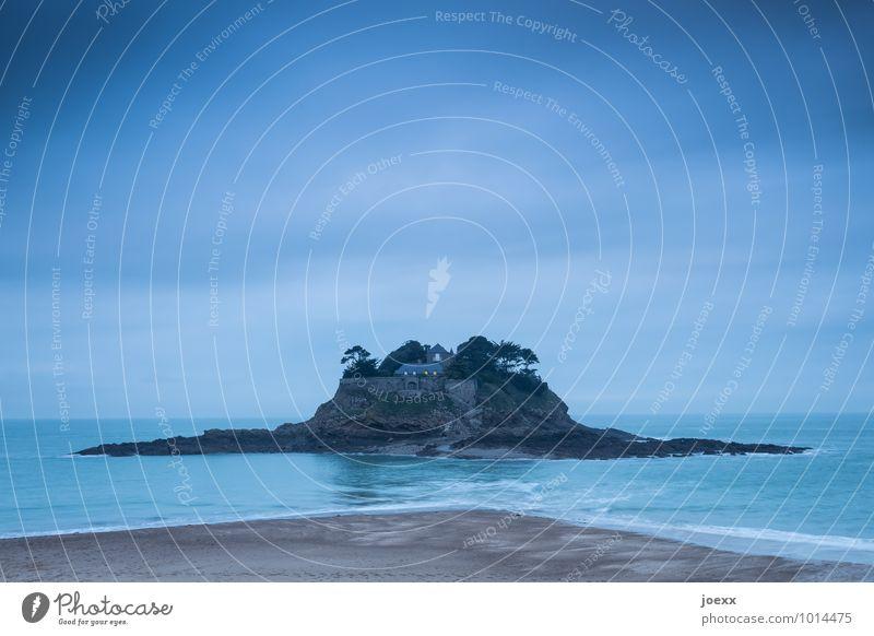 Trennung Umwelt Sand Wasser Himmel Wolken Wellen Küste Insel Île du Guesclin Festung alt groß hoch blau braun Horizont Farbfoto Gedeckte Farben Außenaufnahme
