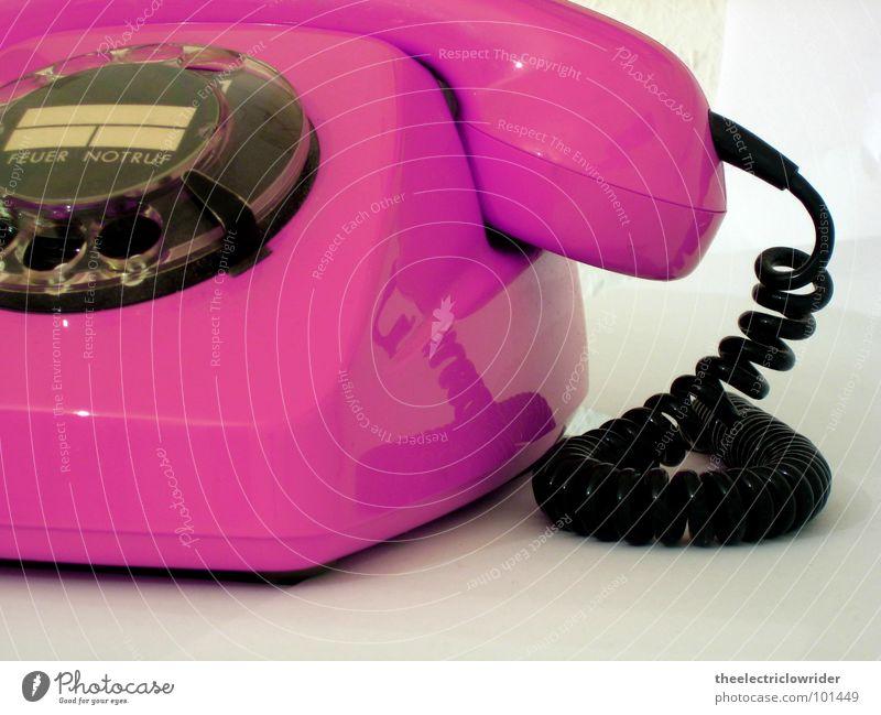 FeTAp alt weiß rosa Dekoration & Verzierung Kommunizieren Technik & Technologie Telekommunikation Feuer Telefon Kontakt Information hören Siebziger Jahre Telefonhörer magenta Elektrisches Gerät