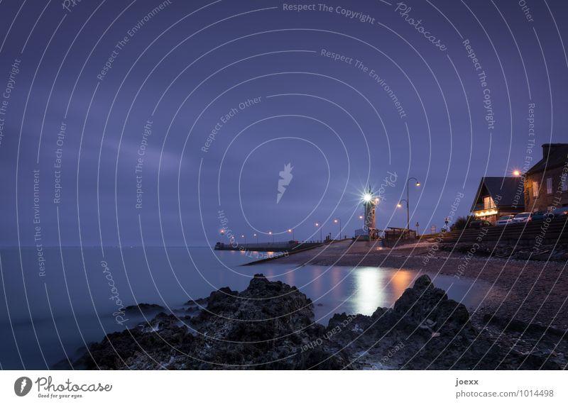Komm gut Heim Himmel blau weiß Wasser schwarz Küste Stein hell Horizont violett Leuchtturm Mole Fischerdorf