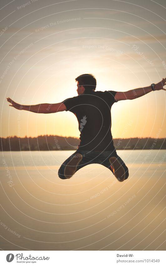 der Sonne entgegen Himmel Ferien & Urlaub & Reisen Jugendliche Wasser Sommer Junger Mann 18-30 Jahre Erwachsene Leben Sport Glück außergewöhnlich fliegen