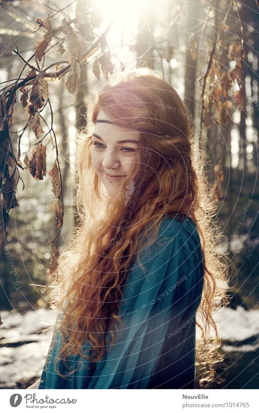 Ama. Mensch Frau Kind Natur Jugendliche Stadt schön Baum Junge Frau 18-30 Jahre Wald Erwachsene Wärme Leben feminin Haare & Frisuren