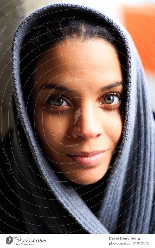 Looking in your eyes Mensch Jugendliche blau schön weiß Junge Frau 18-30 Jahre schwarz kalt gelb Erwachsene Gesicht Auge feminin grau braun