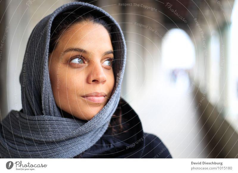 Träumen Mensch Jugendliche blau weiß Junge Frau 18-30 Jahre schwarz gelb Erwachsene Gesicht Auge feminin grau braun Kopf Freundschaft