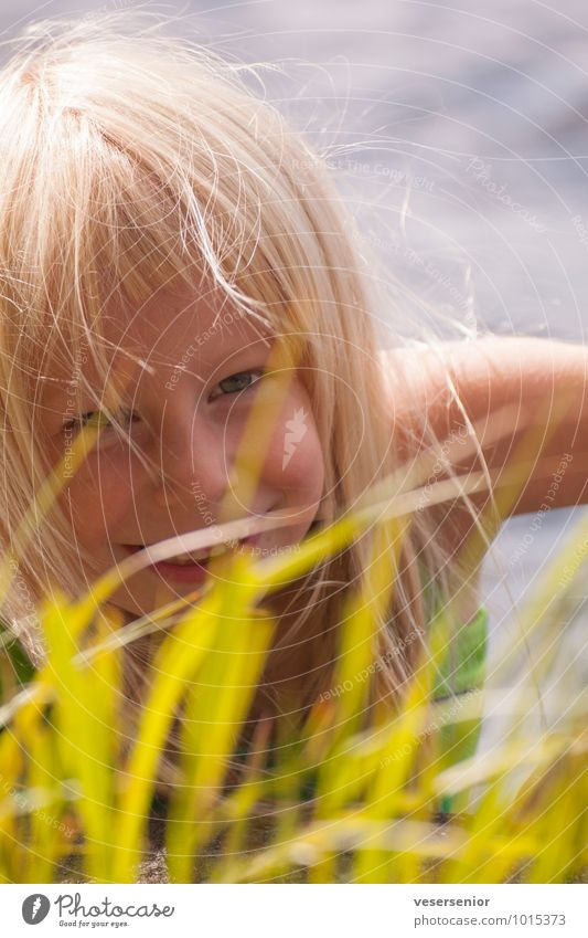 oh happy day... Ferien & Urlaub & Reisen Sommer Sommerurlaub Mädchen Kindheit 1 Mensch 3-8 Jahre Gras Schwimmen & Baden Blick leuchten blond Fröhlichkeit Glück
