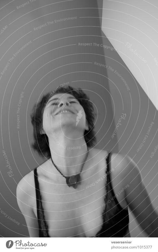 happy vor dem discobesuch Leben Tanzen feminin Junge Frau Jugendliche 1 Mensch Unterwäsche Halskette leuchten Fröhlichkeit Glück schön Erotik verrückt wild