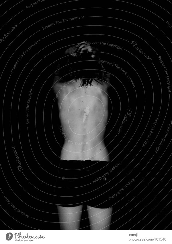 Rücken Frau weiß schwarz dunkel nackt Haare & Frisuren Beine Hinterteil dünn Hose Akt Ass seltsam Shorts Skelett