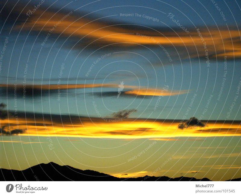 Sonnenuntergang auf Neuseeland Himmel blau Wolken gelb Farbe Lampe Berge u. Gebirge Wind Abenddämmerung wehen Himmelskörper & Weltall Abendsonne