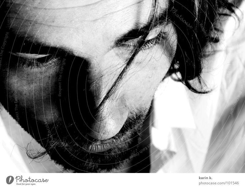 ernster Blick Porträt Stirn Augenbraue Denken Hemd schwarz weiß Mann Haarsträhne Bart Gesicht face Nase Haare & Frisuren nachdenken Konzentration