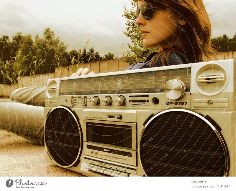 RADIO-AKTIV X Frau Stil Musik Sonnenbrille Industriegelände Jacke Beton Ghettoblaster Aktion Laune Gefühle rückwärts verfallen Mensch Coolness porn Radio