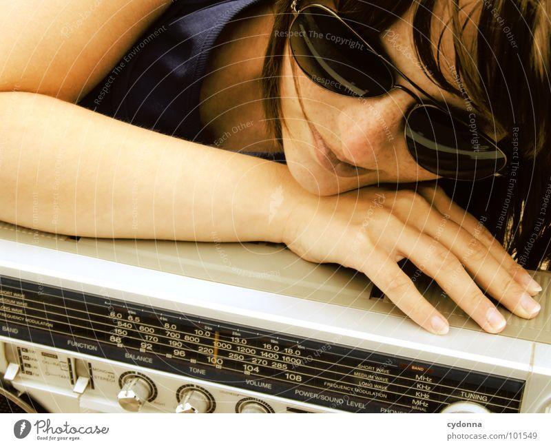RADIO-AKTIV XII Frau Stil Musik Sonnenbrille Industriegelände Jacke Beton Ghettoblaster Party Aktion Laune Gefühle rückwärts Porträt Mensch Coolness porn Radio
