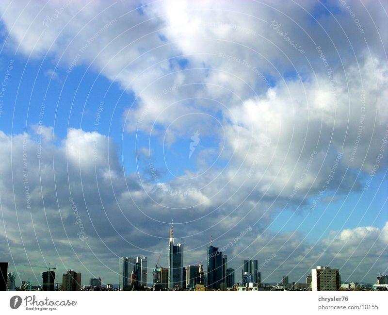 frankfurt im januar Himmel Wolken Hochhaus Europa Skyline Frankfurt am Main