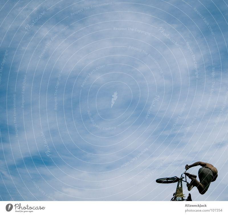 Bildflucht Himmel Ferne Sport Spielen springen Freiheit Luft Fahrrad Flugzeug fliegen frei Beginn hoch fallen Unendlichkeit Sturz