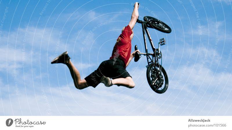 Abgeworfen Himmel Freude Ferne Sport Spielen springen Freiheit Luft Fahrrad Flugzeug fliegen frei Beginn hoch Freizeit & Hobby fallen
