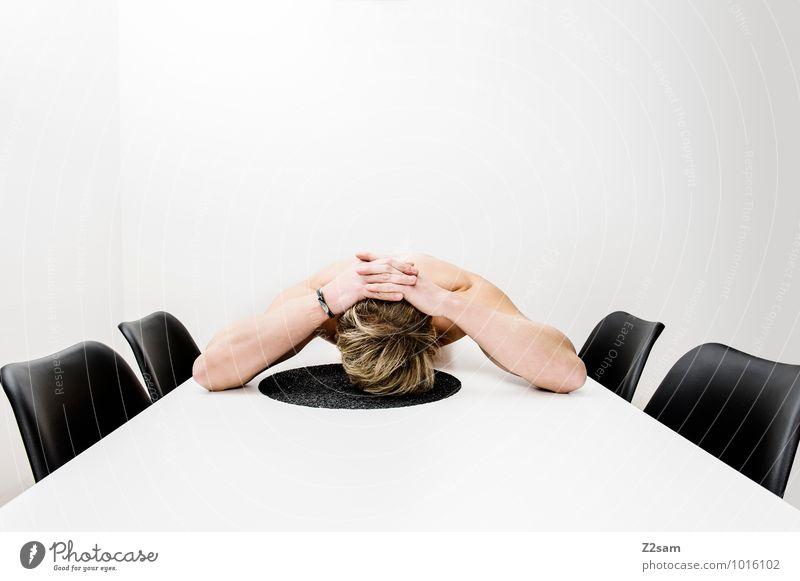 Durch elegant Stil Stuhl Tisch maskulin Junger Mann Jugendliche 30-45 Jahre Erwachsene blond kurzhaarig berühren Denken liegen einfach Traurigkeit Sorge