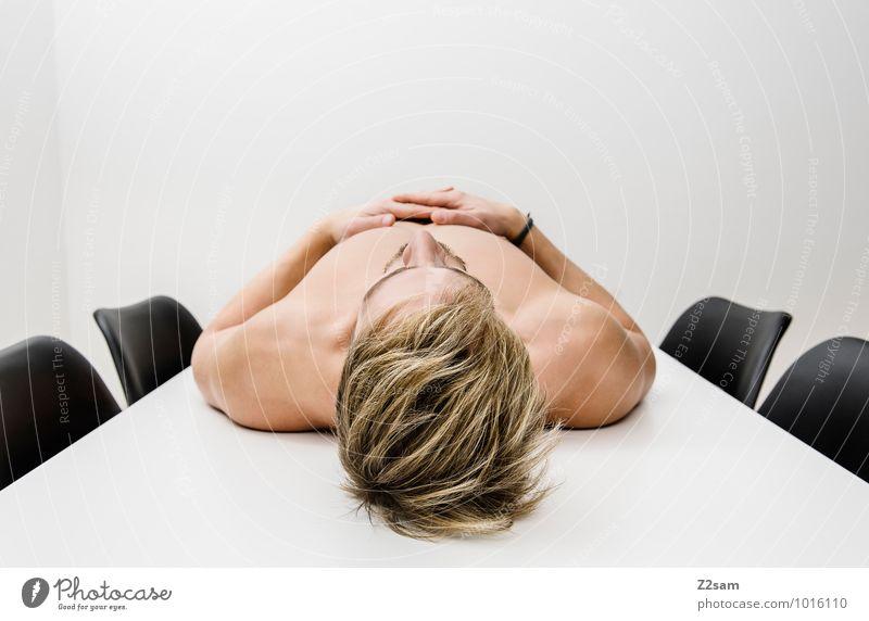 Burn out Lifestyle elegant Stil Gesundheit Gesundheitswesen Krankheit Stuhl maskulin Junger Mann Jugendliche 30-45 Jahre Erwachsene blond Denken Erholung liegen