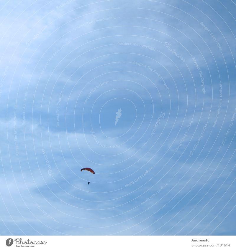 irgendwo überm regenbogen Himmel blau Sommer Einsamkeit Sport Freiheit Wärme frei hoch Luftverkehr Freizeit & Hobby Physik Schönes Wetter Gleitschirmfliegen