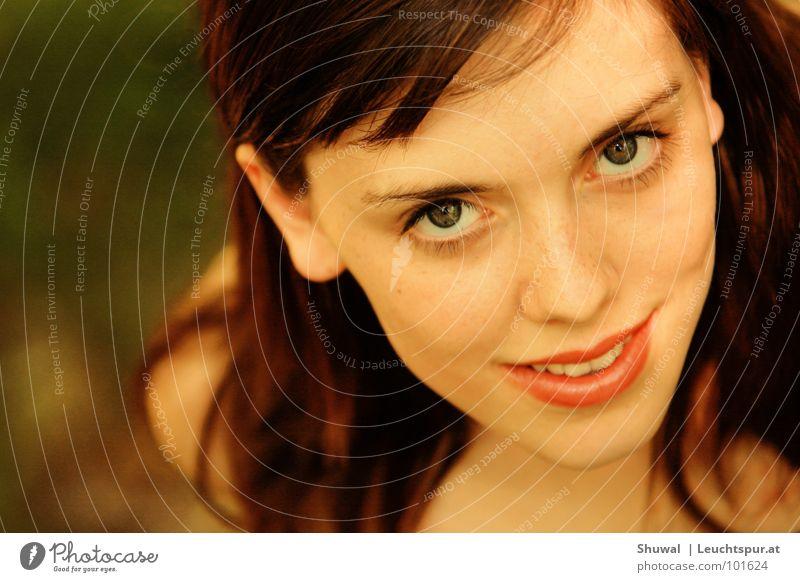 You've been flirting again! Auge Blick Flirten Partner Partnerschaft Frau schön brünett braun Haare & Frisuren Haarsträhne Nase Mund Lippen Kopf Gesicht Haut