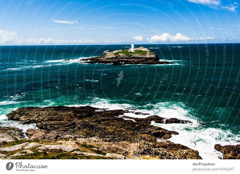 Leuchtturm im grünen Meer Ferien & Urlaub & Reisen Tourismus Ferne Freiheit Umwelt Natur Landschaft Pflanze Frühling Schönes Wetter Felsen Wellen Küste Strand