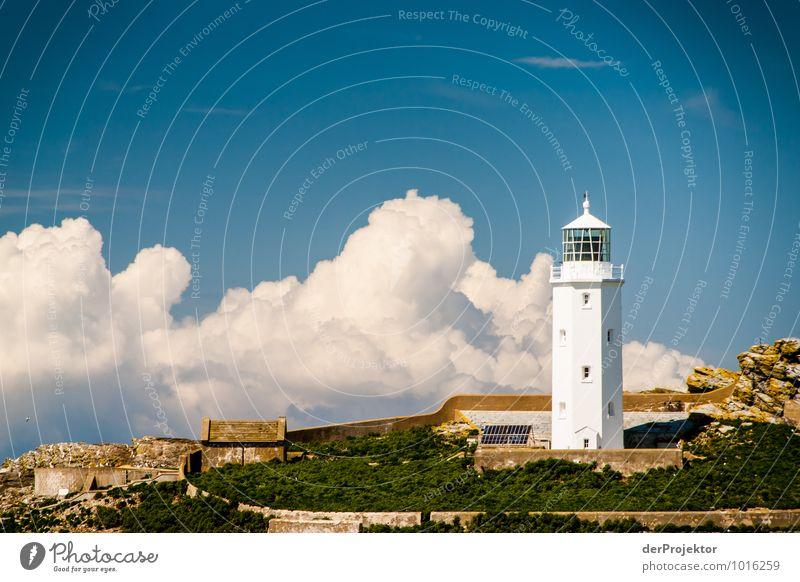 Leuchtturm in Cornwall mit Wolken Natur Ferien & Urlaub & Reisen Meer Landschaft Wolken Ferne Umwelt Gefühle Küste Frühling Freiheit Felsen Freizeit & Hobby Wellen Tourismus Verkehr
