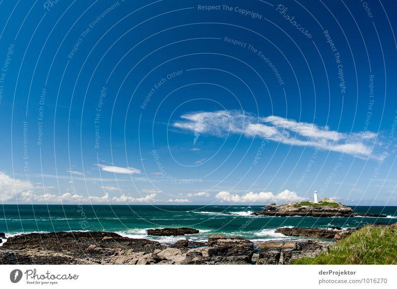 Leuchtturm in Cornwall ganz weit weg Natur Ferien & Urlaub & Reisen Pflanze Meer Landschaft Ferne Umwelt Küste Freiheit Felsen Wellen Tourismus Verkehr Insel Ausflug Schönes Wetter