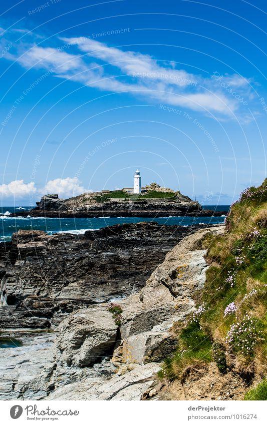 Leuchtturm auf Insel in Cornwall mit Felsen Natur Ferien & Urlaub & Reisen Pflanze Landschaft Tier Strand Ferne Umwelt Küste Frühling Freiheit Wellen Tourismus