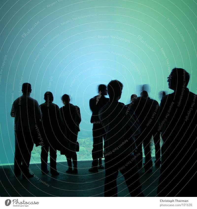 Die Blaumacher Mensch Mann blau schwarz dunkel sprechen Menschengruppe Party Beleuchtung Arbeit & Erwerbstätigkeit Erfolg Schatten stehen Feste & Feiern