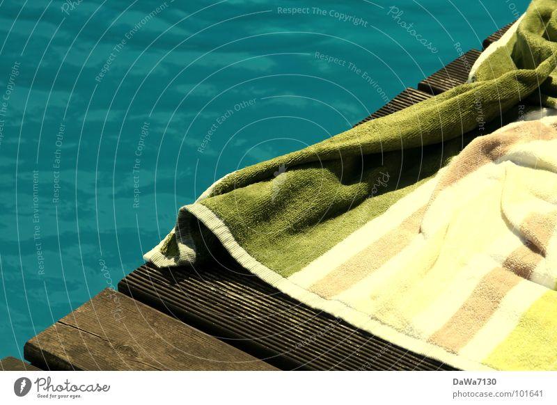 blaugrünholz Schwimmbad Handtuch nass Holz Am Rand Chlor Freude Spielen Sommer Wasser Schwimmen & Baden