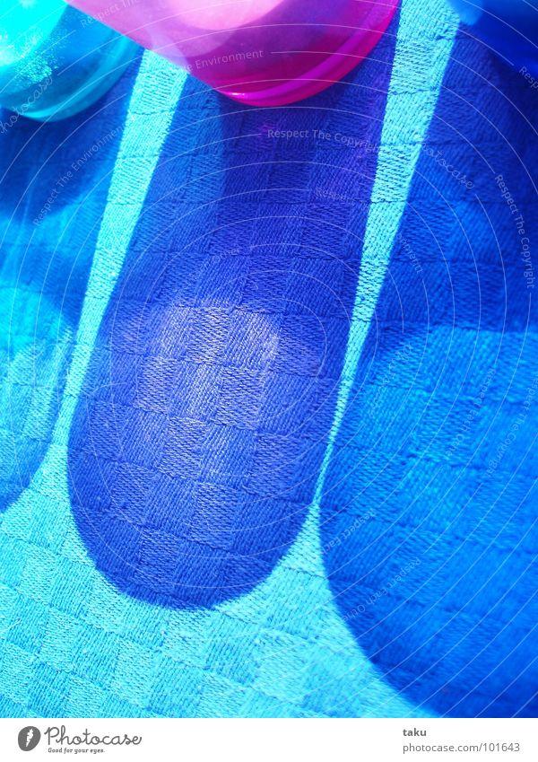 BLUE SHADOW II Sonne grün blau Freude Spielen Fenster Glas rosa Tisch Kerze Quadrat Möbel Wohnzimmer brennen Illusion