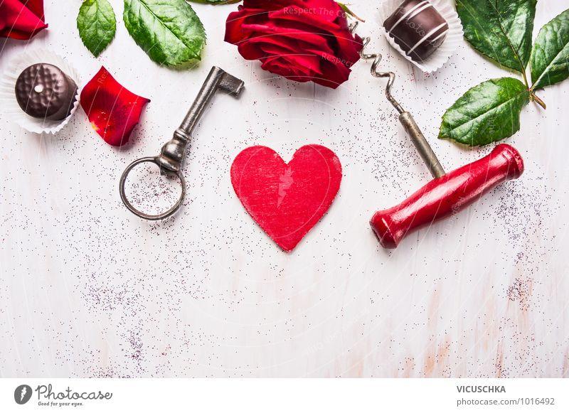 Valentinnstag mit Herz, Rose , Schokolade, Schlüssel grün weiß rot Blatt Liebe Stil Holz Feste & Feiern Design Herz Zeichen Symbole & Metaphern Rose Postkarte Veranstaltung Süßwaren