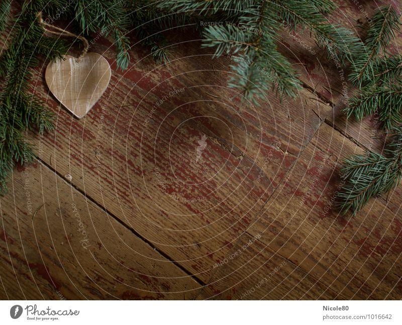 wooden heart Herz Tannenzweig Holz Holzfußboden Flur grün Weihnachten & Advent alt Bodenbelag Fichtenzweig Nadelbaum altehrwürdig Farbfoto Menschenleer