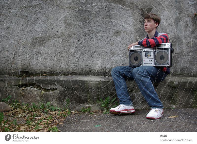 iceicebaby dunkel Herbst Musik retro Jeanshose Konzert Kick Ghettoblaster
