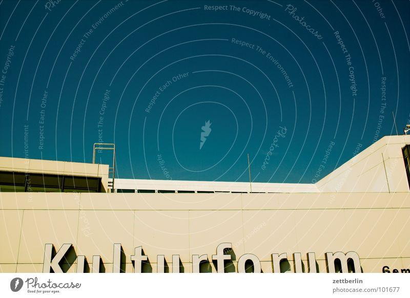 Kulturforum Kulturforum Berlin Kunst Bildung Bildungsreise Beton Strukturen & Formen Beschriftung Typographie Architektur Himmel Empore Museum bildungsurlaub