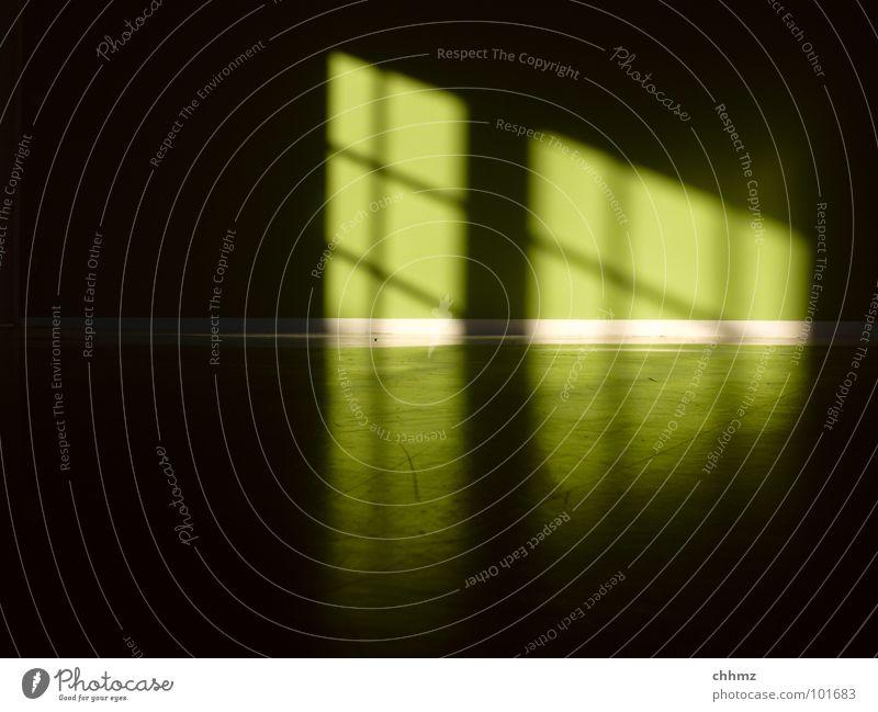 Nordlicht Licht Fenster Leitersprosse Reflexion & Spiegelung grün Wand Irrlicht dunkel diagonal parallel horizontal Detailaufnahme Farbe Schatten Bodenbelag