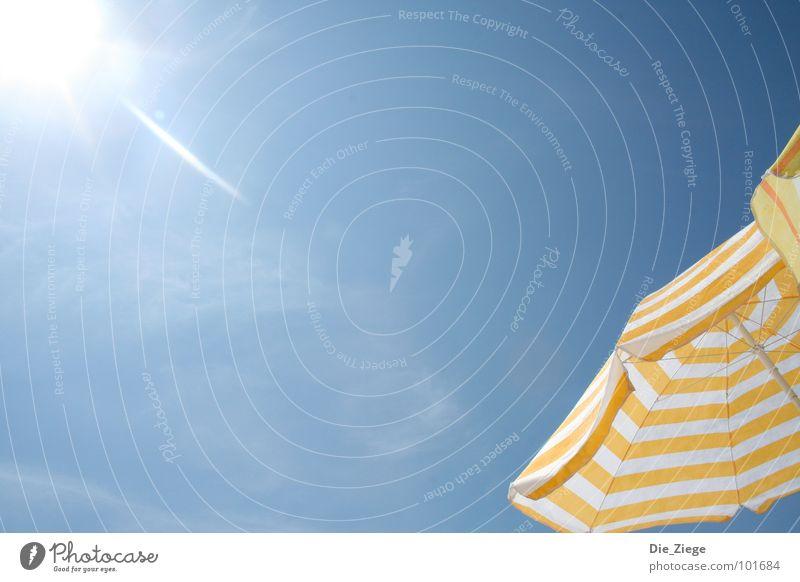 Sonnenschirm am Strand Sommer Formentera Physik Es Pujols Spanien Himmel Wärme blau