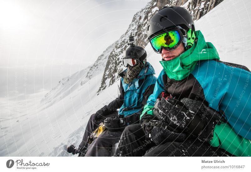 Climb up the mountain! Mensch Jugendliche Junger Mann Ferne Winter 18-30 Jahre Berge u. Gebirge Erwachsene Schnee Sport Freiheit Zusammensein Felsen maskulin Zufriedenheit sitzen