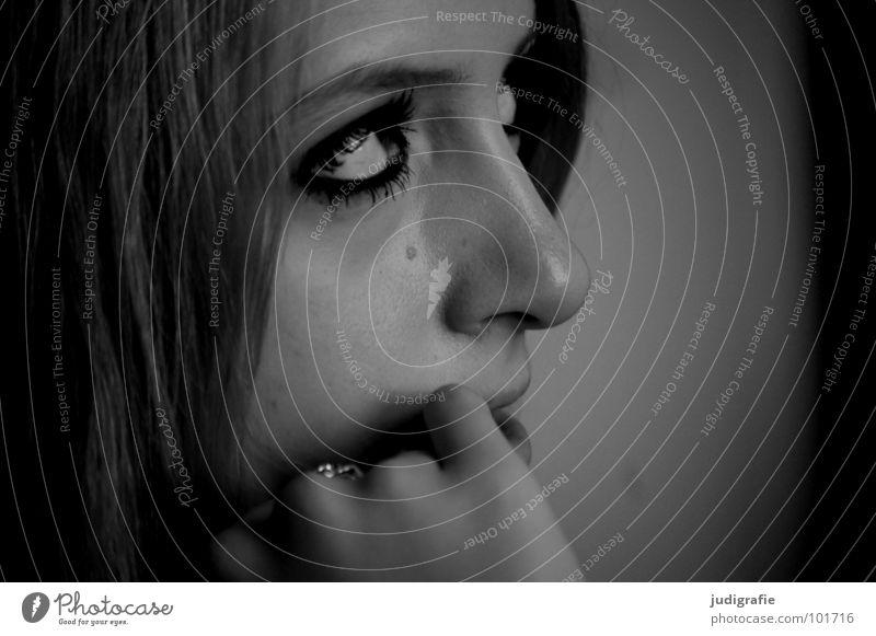 Mädchen Porträt Frau Jugendliche 17 Finger Hand Schwarzweißfoto Mensch Gesicht hören Haare & Frisuren Auge Mund Nase Kopf Blick