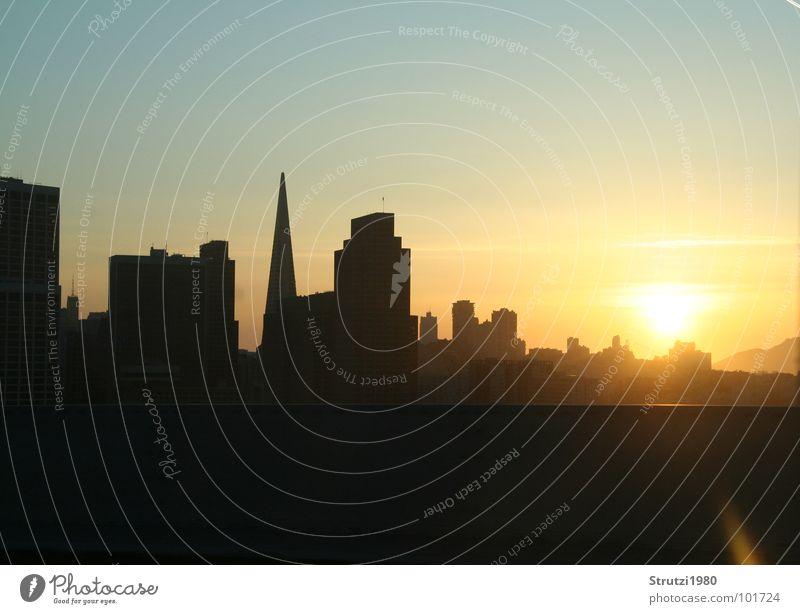 Sunset in San Francisco Sonnenuntergang gelb Hochhaus Haus Stadt träumen Kalifornien Abend Schatten Silhouette American Dream USA
