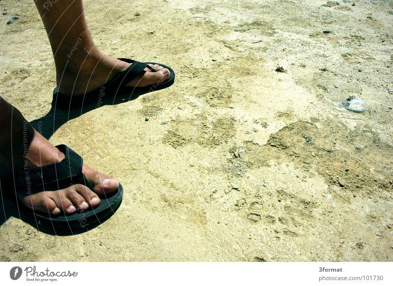trockenzeit Sommer gelb Wärme grau Sand Beine Fuß gehen Schuhe dreckig laufen Bodenbelag Ziel Wüste Niveau Physik