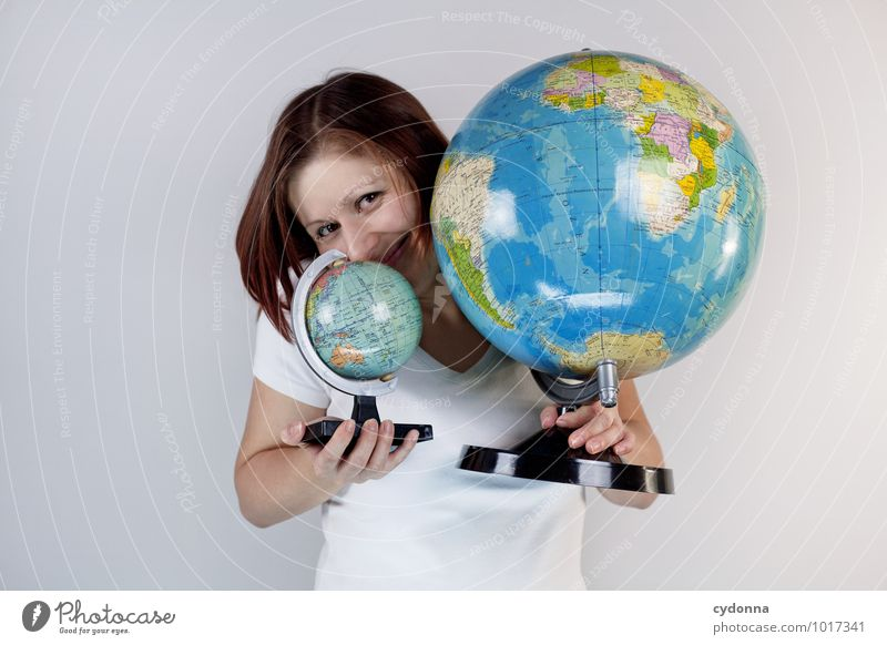 Urlaubsplanung Lifestyle Ferien & Urlaub & Reisen Tourismus Freiheit Mensch Junge Frau Jugendliche Leben 18-30 Jahre Erwachsene Globus Beratung entdecken Freude