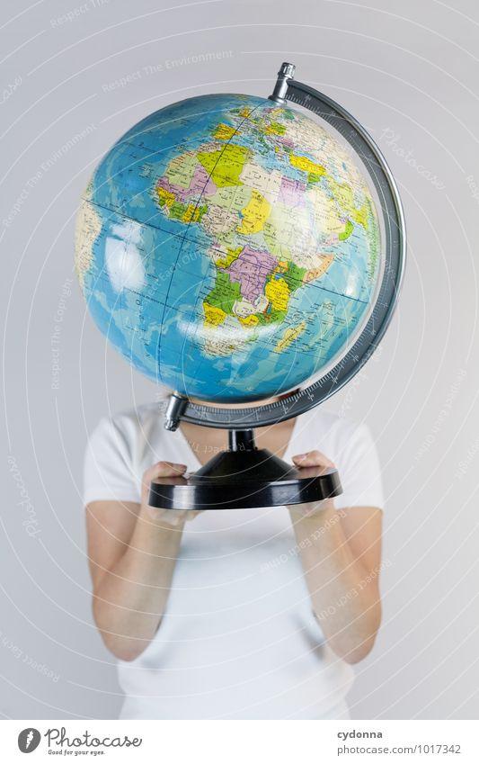 Globales Leben Mensch Ferien & Urlaub & Reisen Jugendliche Junge Frau 18-30 Jahre Erwachsene Erde Kopf Business Tourismus Technik & Technologie bedrohlich