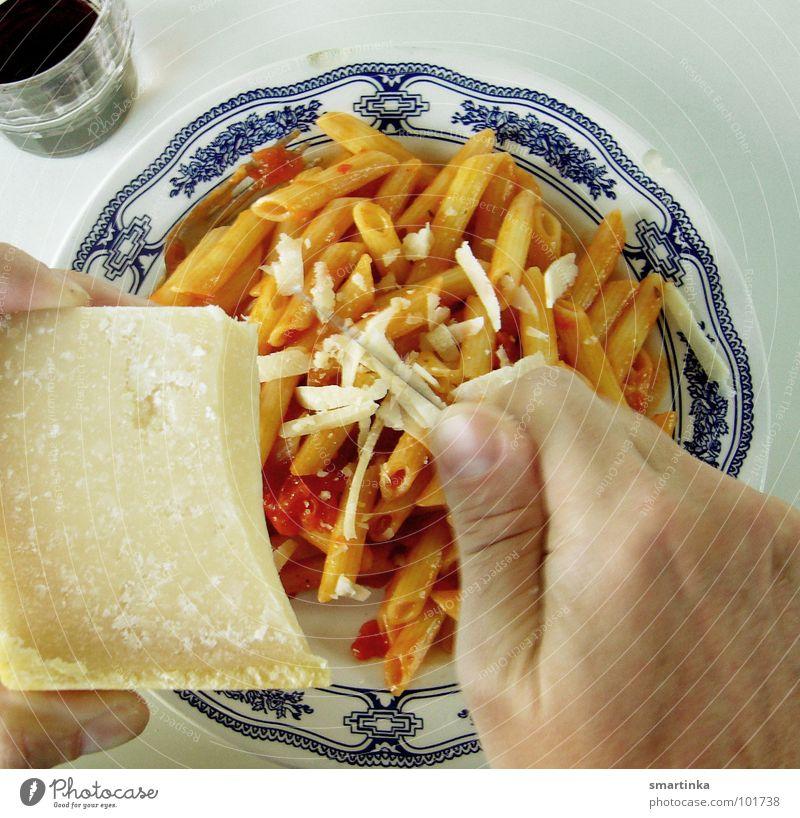 Urlaubskost Ferien & Urlaub & Reisen Nudeln Parmesan Käse Rotwein Teller Mahlzeit rustikal Abendessen kochen & garen Selbstständigkeit genießen lecker satt
