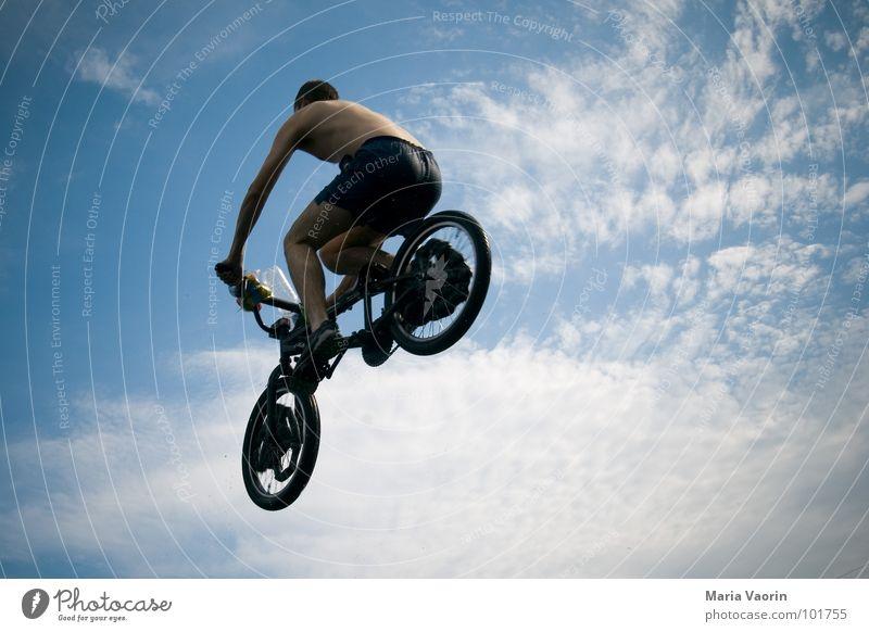 Luftflug Himmel Jugendliche Ferne springen Freiheit Fahrrad Flugzeug fliegen frei Beginn hoch gefährlich fallen Unendlichkeit Sturz