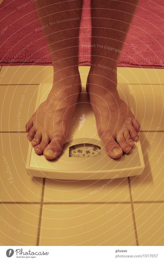 Friss die Hälfte! Mensch Jugendliche 18-30 Jahre Gesunde Ernährung Erwachsene Beine Fuß Körper Fitness Bad Übergewicht Diät Gewicht Frustration schwer