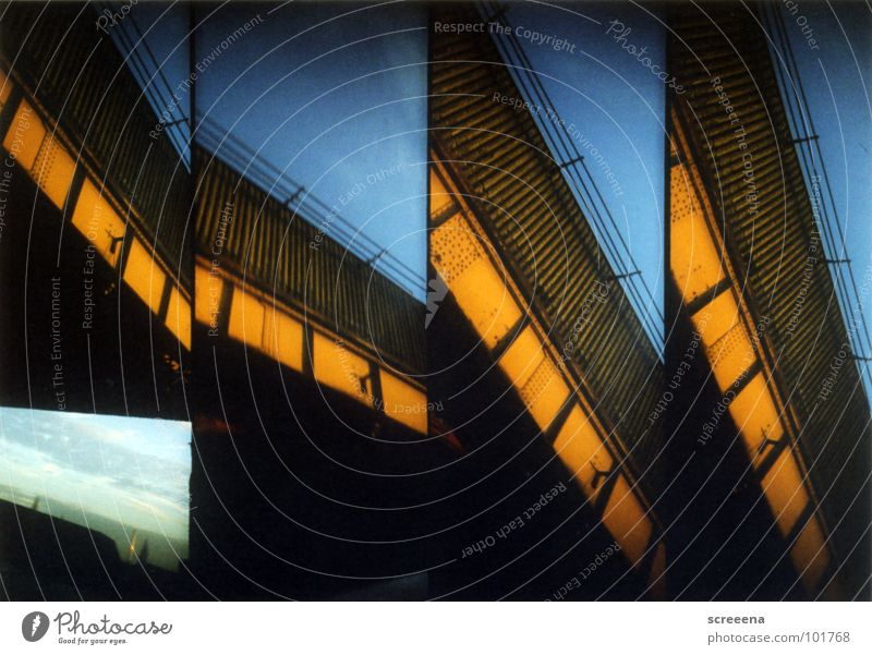 Moonscraper Haus Lomografie orange Himmel blau Haarschnitt supersampler Architektur
